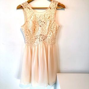 BCBGeneration | Vanilla white lace flowy dress